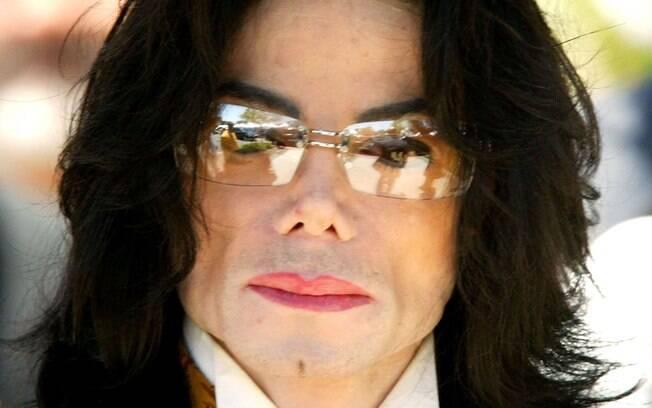 Michael Jackson foi castrado por seu pai para manter a voz fina mesmo após a puberdade