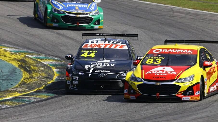 Disputas acirradas fazem parte do espetáculo das corridas de Stock Car  em todas as provas disputadas