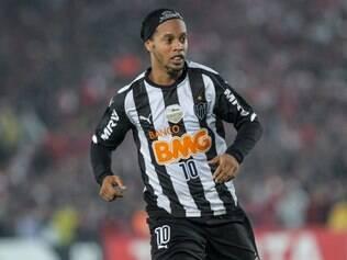 Ronaldinho segue no Departamento Médico e terá que ficar na torcida por seus companheiros