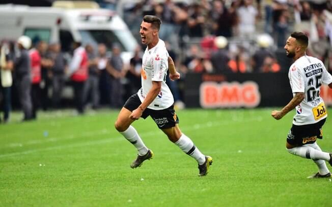 Danilo Avelar será zagueiro a partir de 2020