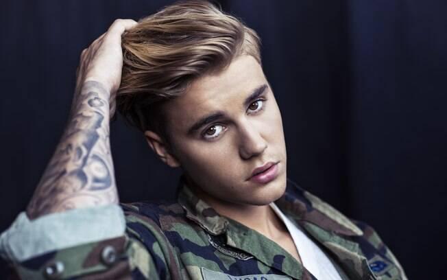 Justin Bieber é um grande cantor canadense que faz sucesso no Brasil e no mundo