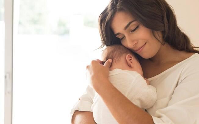 A mulher não desconfiava que estava grávida. Ela descobriu ao ter uma cólica forte e, quando chegou no hospital, deu a luz