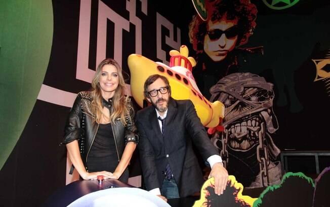 Daniella Cicarelli e Thunderbird em um estúdio da MTV