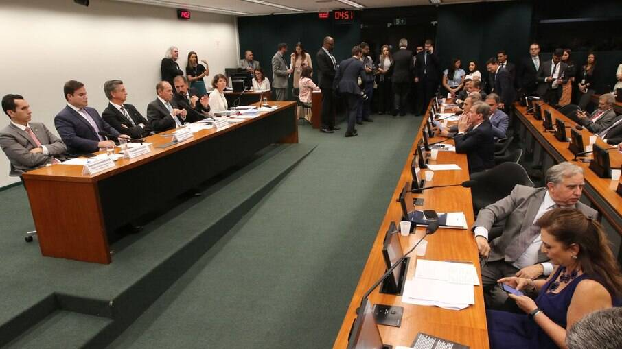 Governo precisa cortar R$ 31,9 bilhões do Orçamento, diz IFI
