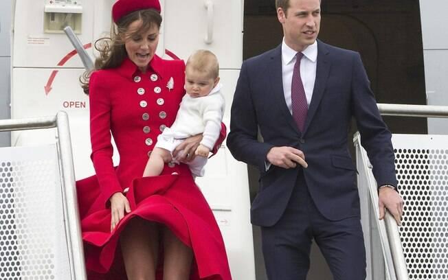 Kate Middleton é traída pelo vento e quase mostra demais na Nova Zelândia. Foto: AP