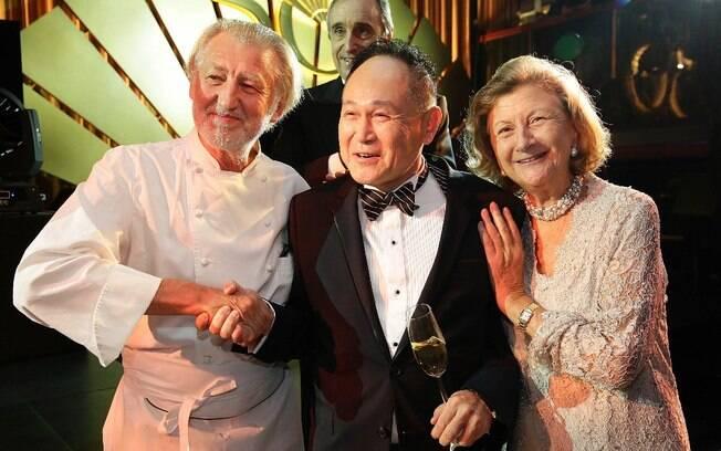 Cecil Chao (no centro) numa festa em Hong Kong, em outubro de 2013