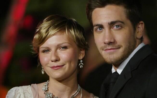 Kirsten Dunst foi a primeira - entre várias - namorada famosas de Jake Gyllenhaal. Eles ficaram juntos por dois anos (e chegaram a morar na mesma casa), mas terminaram em 2004