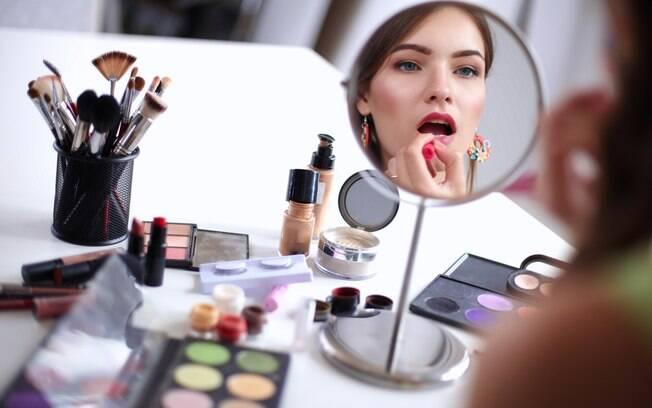 Pensar na maquiagem já é uma forma de se preparar para as festas de fim de ano