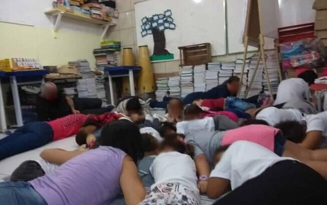 Alunos e funcionários de escola da região tiveram que ficar abaixados durante tiroteio