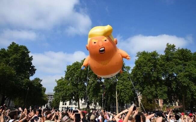 Balão Trump Baby acompanhou onda de protestos em Londres, durante visita do presidente dos EUA ao Reino Unido