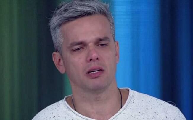 Flavia Alessandra é homenageada por Otaviano Costa na Rádio Globo
