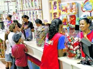 Neste sábado. Lojistas esperam aumento de vendas, mas intenção de compras é menor neste ano, segundo FGV