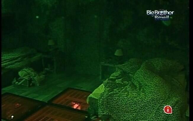 Rafa e Renata finalmente dormem no Quarto Selva