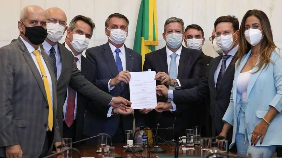 Governo entrega MP que redefine Bolsa Família