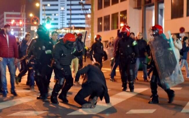 Torcedores do Athletic Bilbao e Spartak Moscou entram em confronto na Espanha e geram morte de policial