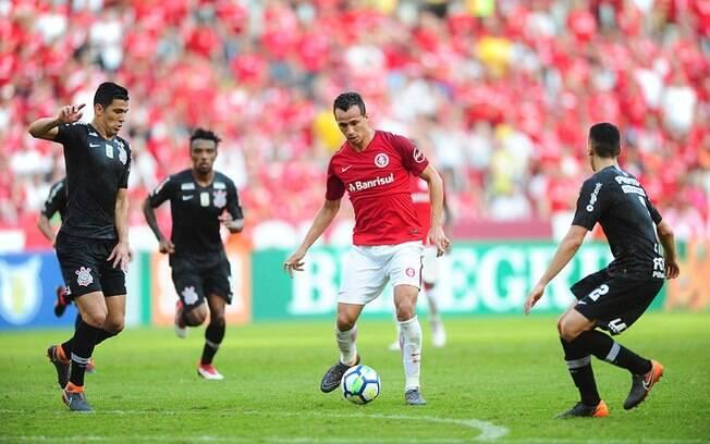 Leandro Damião marcou um dos gols da vitória do Internacional no Brasileirão