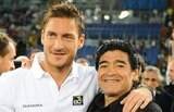 Para Diego Maradona, Francesco Totti 'pode jogar até os 50 anos'