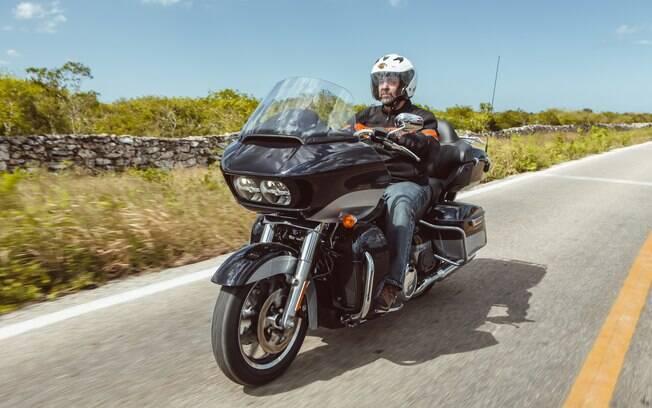 A Harley-Davidson Road Glide Ultra e seu parabrisa elevado