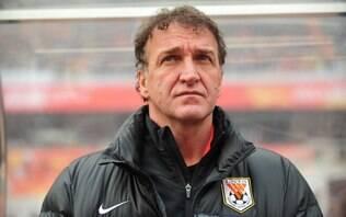 Após susto, técnico Cuca volta ao mercado - Futebol - iG