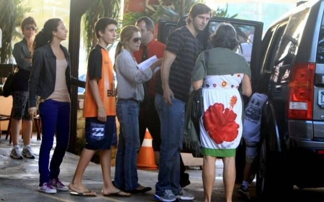 Zelosa, Adriana Esteves só entrou no carro depois de acomodar todos