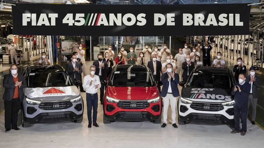 Fiat Pulse aparece na foto da comemoração dos 45 anos da marca no Brasil na fábrica em Betim (MG)
