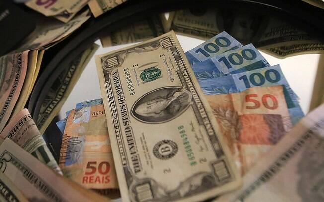 Dólar foi a R$ 5,824