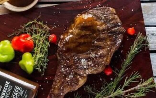 Foto da receita Prime Rib grelhado na manteiga de ervas com vegetais pronta.