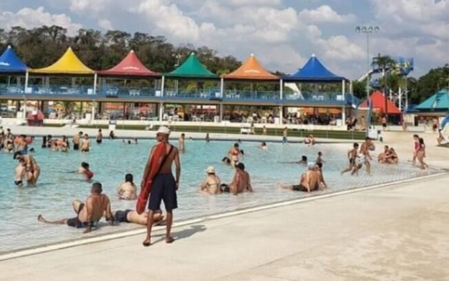 Parque aquático abre 200 vagas de emprego para o Verão