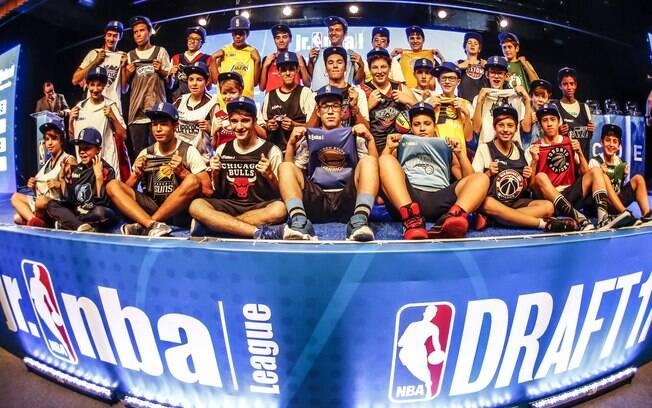 Representantes das 30 escolas que vão participar da primeira jr. nba League