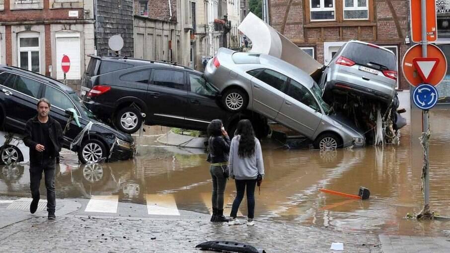 Chuvas causam destruição e mortes na Europa; especialistas falam em mudanças climáticas
