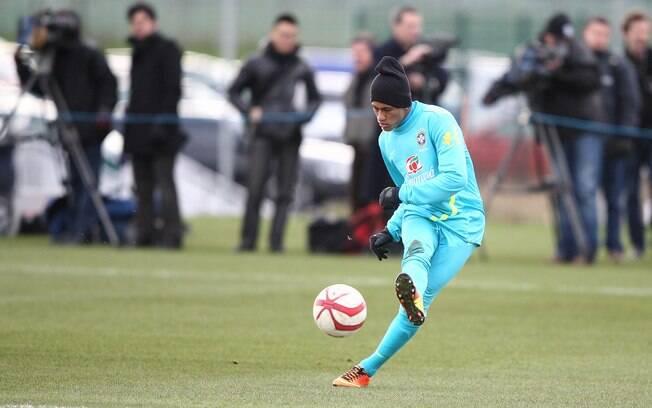 Neymar durante treino da seleção brasileira  em Londres, antes do jogo contra a Inglaterra em  Wembley