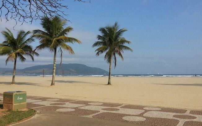 Banhistas podem aproveitar a praia desde que estejam sozinhos