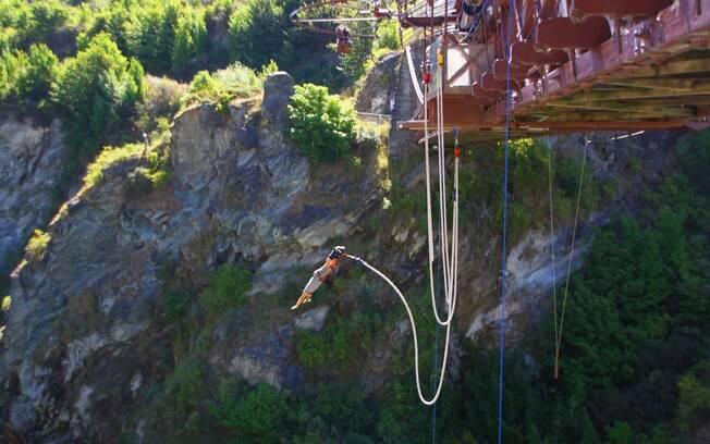 Pura adrenalina: saltar de bungee jumping da ponte Kawarau é uma experiência incrível
