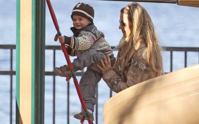Gisele Bündchen brinca com o filho Benjamin