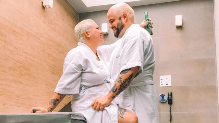 Priscila Josefick e Shamil Carlos mostrando que existe vida sexual após os filhos