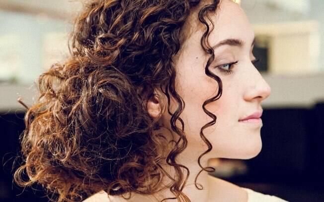 Resultado de imagem para coque para cabelo cacheado