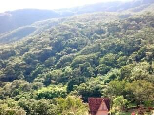Chalés e prédios stão na serra do Espinhaço, em uma área de proteção ambiental