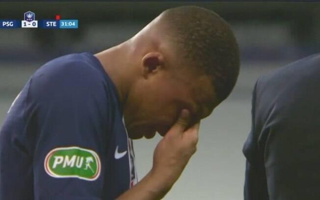 Jogador deixou o campo chorando