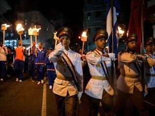 Agentes cubanos, soltos pelos EUA, participam de passeata em havana