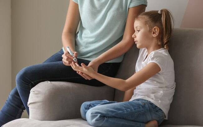 A criança que tem diabetes precisa entender a importância do tratamento para conseguir viver bem e sem complicações