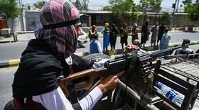 Talibã pendura cadáver em grua após execução da polícia