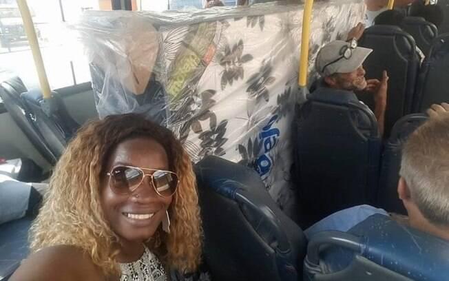 Cama box foi transportada em um ônibus no Rio de Janeiro; publicação sobre o episódio viralizou nas redes sociais