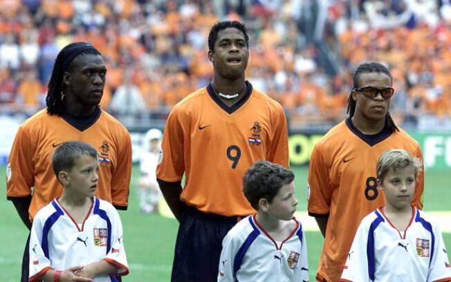 Seedorf (à esquerda) e Kluivert (centro) jogaram juntos na seleção holandesa
