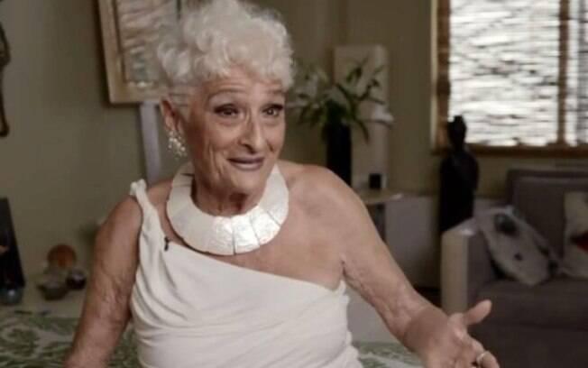 Hattie Retroage tem 83 anos de idade e procura parceiros para fazer sexo casual por apps de relacionamento