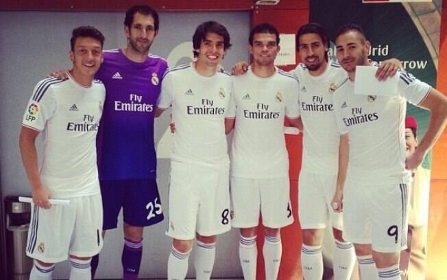 Kaká  também usou as redes sociais para mostrar camisa