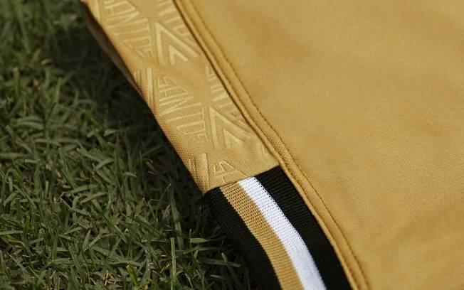 Detalhe da manga da terceira camisa do Santos Futebol Clube