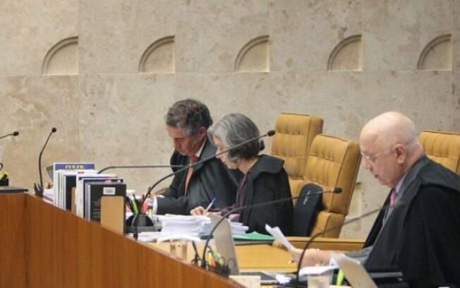 Teori, Carmen Lúcia e Marco Aurélio estão entre os que votaram por tornar Cunha réu