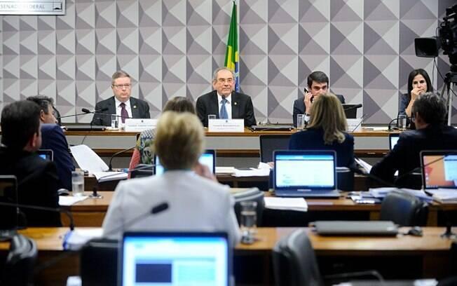 Membros da Comissão do Impeachment debateram nesta quarta-feira (3) o relatório do senador Anastasia (PSDB-MG)