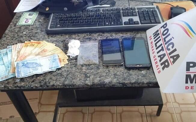 Drogas e dinheiro foram apreendidos em Formiga.