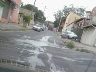 Morador do bairro Piratininga denuncia que vazamento perdura há mais de dois dias